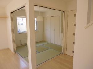 和室  今に隣接した和室はほっと和む空間。