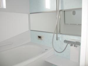 バスルーム  水色の優しい色合いのバスルームでゆったりくつろぎの時間