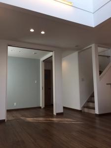 洋室  リビングに隣接した洋室は、戸を開けると解放感のあるリビング続きの部屋に、戸を閉めると客間にもなりますね。
