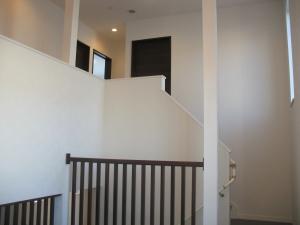 階段からリビングが見渡せる造り