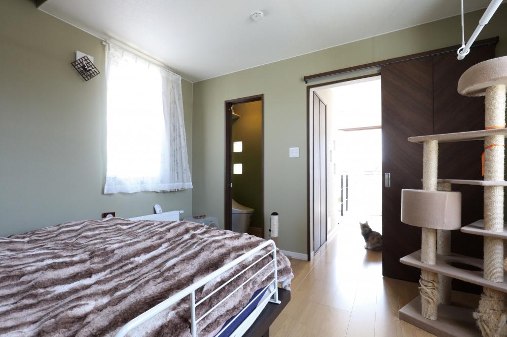 間取りに要望したことは? - バスルームを眺めのいい3階にして、ユーティリティはとにかく広く。洗濯物や家事がラクになるようにしました。寝室も3階にありますが、部屋の中にWCを入れてもらったことで、将来まで安心です。 -  -