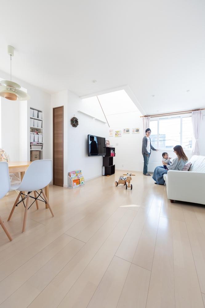 - 2階と3階は、家族で過ごす住居です -  -