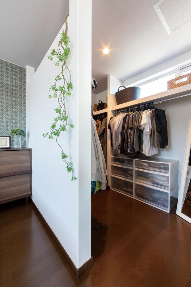 - 寝室には広いウォークインクローゼット、ペットのグッズから日用品まで収納できるキッチン裏のパントリー、掃除がしやすいトリミングルームなど、とても便利で実用的です。 -  -