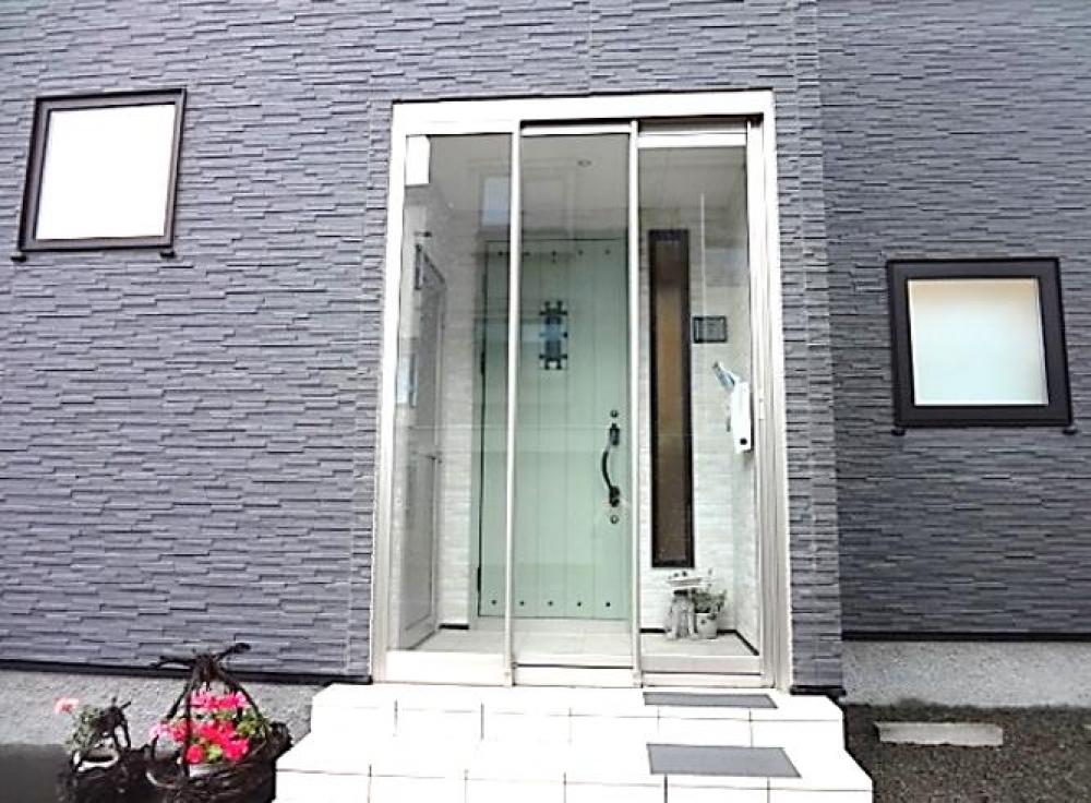 玄関フード - 寒さ対策以外にも玄関周り・ドアの汚れの軽減