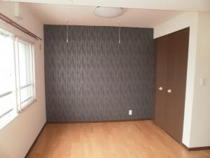 洋室 4LDKから3LDKへ  壁を撤去し、洋室2部屋を1部屋に。開き戸から引き戸へ。壁のクロスもアクセントクロスにしてイメージチェンジ♪