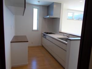 キッチン  収納があっても動きやすい広めの設計のキッチン