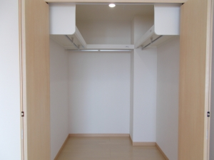 ウォークインクローゼット  大きな収納があるとお部屋もすっきりしますね