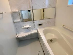 バスルーム  白を基調としたゆったりバスルーム